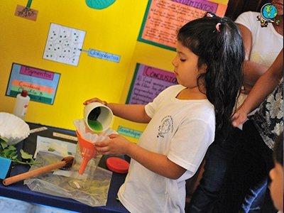 niño en programa de educacion especial en honduras